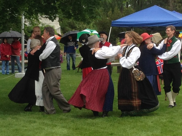 Norsk folk dancing